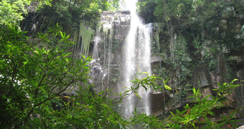 KIRIRUM TREKKING WATERFALL